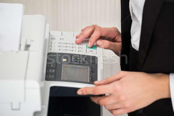 Empresária impressora escritório jovem mulher mulheres Foto stock © AndreyPopov