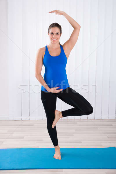 Сток-фото: беременная · женщина · йога · портрет · счастливым · осуществлять · женщину