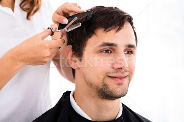 Mann Haarschnitt Friseur glücklich junger Mann Sitzung Stock foto © AndreyPopov