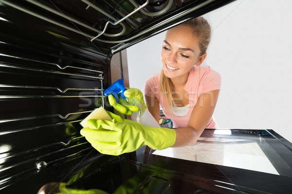 Stock fotó: Nő · takarítás · bent · sütő · mosolyog · szolgáltatás