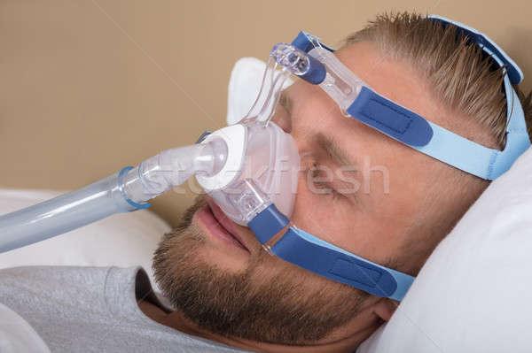 Człowiek snem maszyny młody człowiek bed medycznych Zdjęcia stock © AndreyPopov