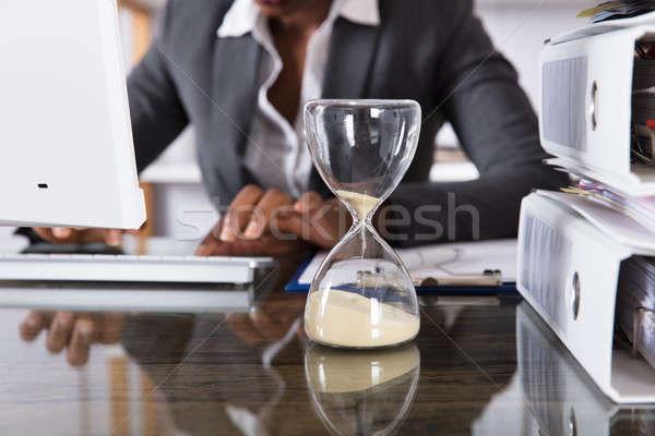 Ampulheta secretária empresário trabalhando escritório Foto stock © AndreyPopov