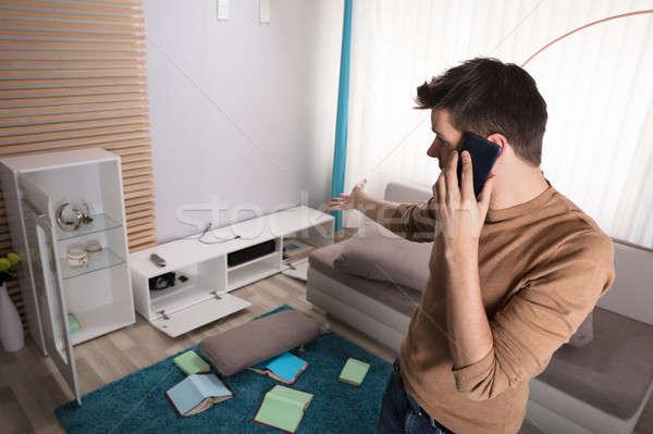 человека говорить телефон указывая украденный телевидение Сток-фото © AndreyPopov