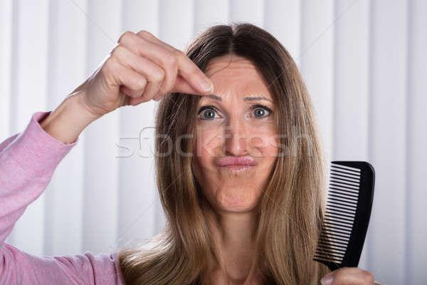 Conmocionado mujer pelo sufrimiento pérdida problema Foto stock © AndreyPopov