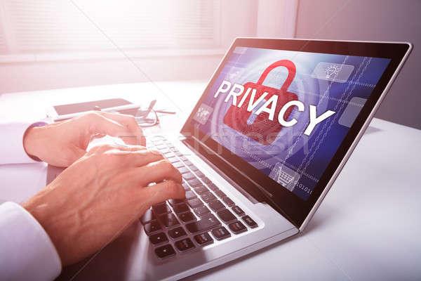 üzletember magánélet beállítások laptop közelkép kéz Stock fotó © AndreyPopov
