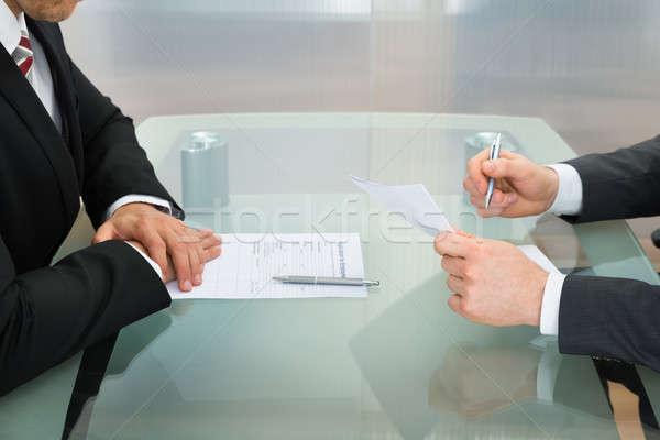 üzletemberek alkalmazás űrlap irodai asztal üzletember foglalkoztatás Stock fotó © AndreyPopov