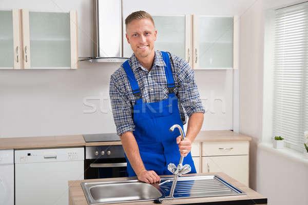 Grifo jóvenes cocina Foto stock © AndreyPopov