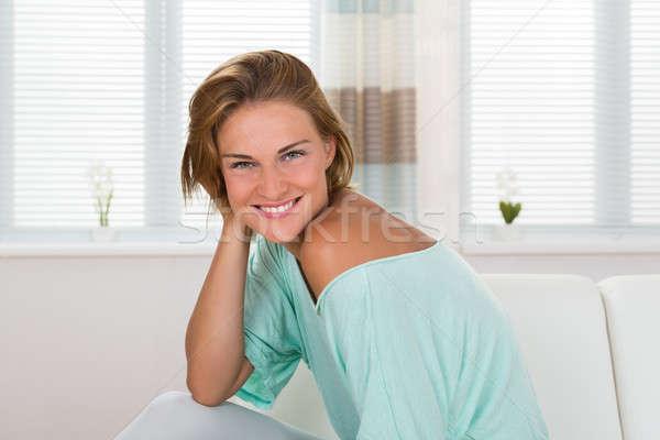 Mulher sessão sofá retrato jovem feliz Foto stock © AndreyPopov