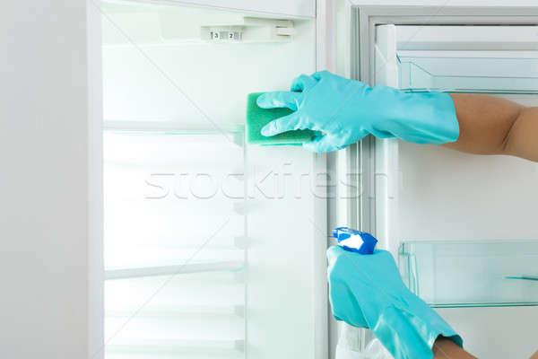 画像 若い女性 洗浄 冷蔵庫 スポンジ スプレー ストックフォト © AndreyPopov