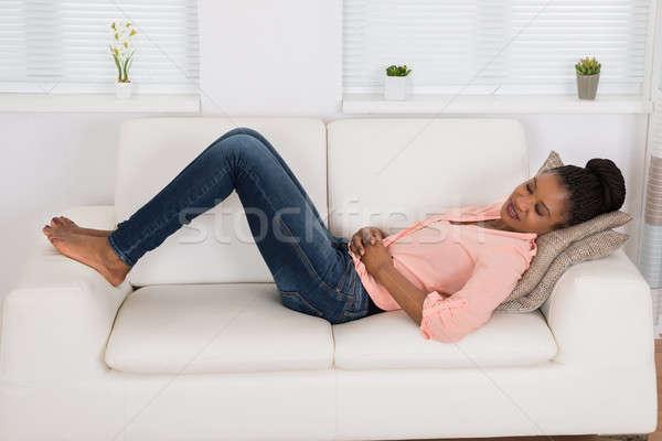 女性 腹痛 小さな アフリカ ソファ ストックフォト © AndreyPopov