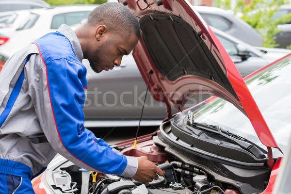 Mekanik araba pil erkek seviye Stok fotoğraf © AndreyPopov