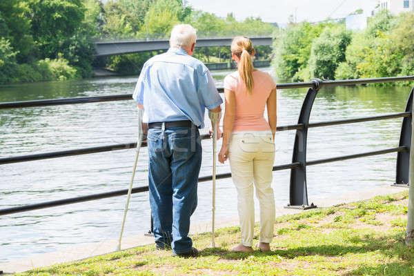 Femme handicapées père vue arrière jeune femme homme Photo stock © AndreyPopov