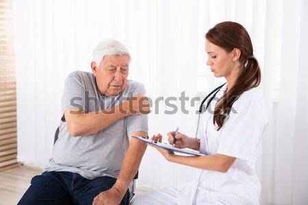 ストックフォト: 女性 · 医師 · 血液 · 砂糖 · レベル · シニア