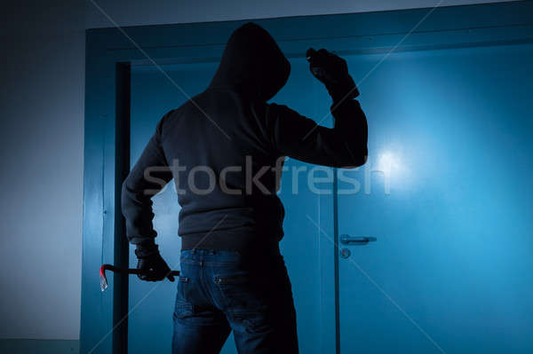 Ladrão em pé fora porta Foto stock © AndreyPopov