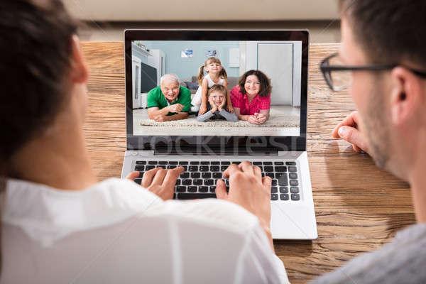 Stok fotoğraf: çift · aile · dizüstü · bilgisayar · ev