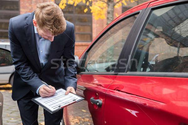 Verzekering agent onderzoeken auto ongeval schrijven Stockfoto © AndreyPopov