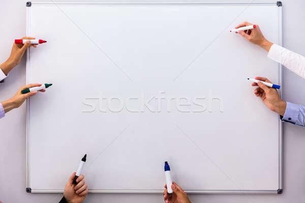 üzletemberek ír fehér tábla üzlet kéz csoport Stock fotó © AndreyPopov