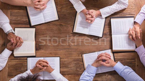 Popoli pregando mani bible Foto d'archivio © AndreyPopov