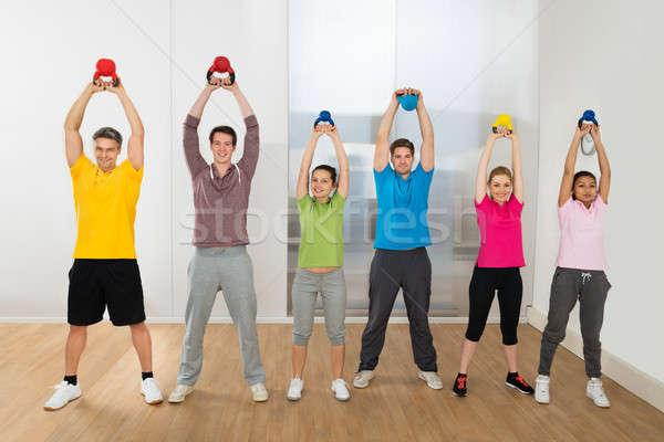 Több nemzetiségű barátok testmozgás bogrács harang csoport Stock fotó © AndreyPopov