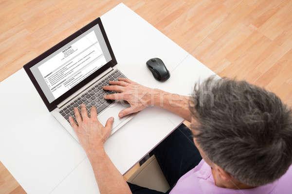 Férfi önéletrajz magasról fotózva kilátás laptop számítógép Stock fotó © AndreyPopov