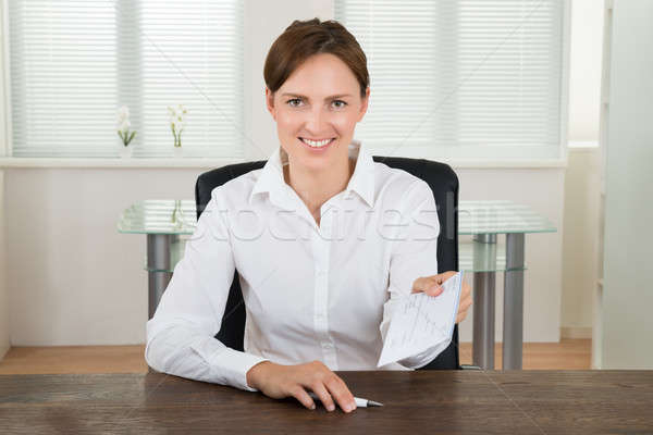 Femme d'affaires offrant chèque bureau heureux séance Photo stock © AndreyPopov