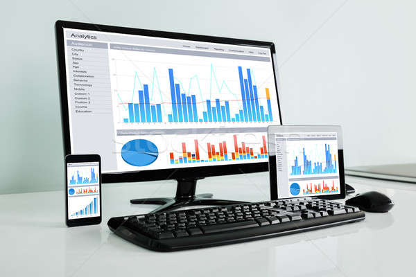 Közelkép elektronikus szerkentyű mutat grafikon különböző Stock fotó © AndreyPopov