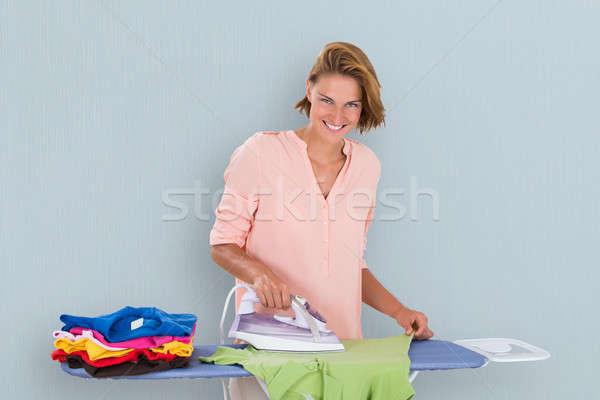 Nő vasalás ruházat vasaló mosolygó nő tábla Stock fotó © AndreyPopov