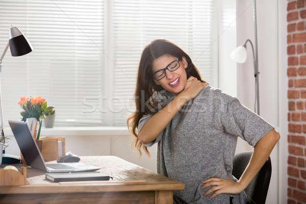 ストックフォト: 女性実業家 · 首の痛み · 小さな · 魅力的な · オフィス · ノートパソコン