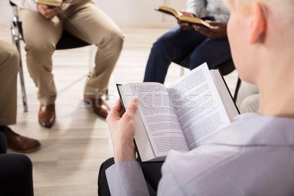 Kadın okuma İncil grup kâğıt Stok fotoğraf © AndreyPopov
