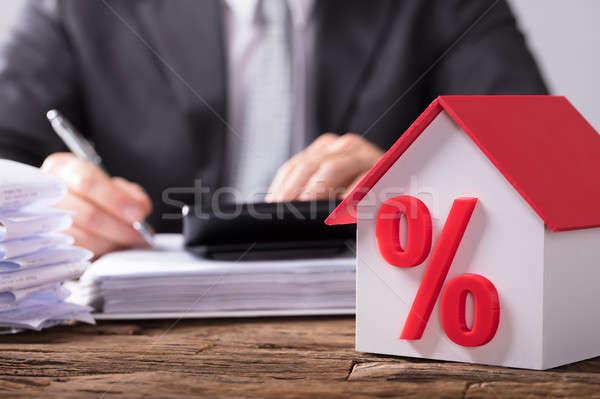 Primer plano casa modelo porcentaje símbolo rojo Foto stock © AndreyPopov