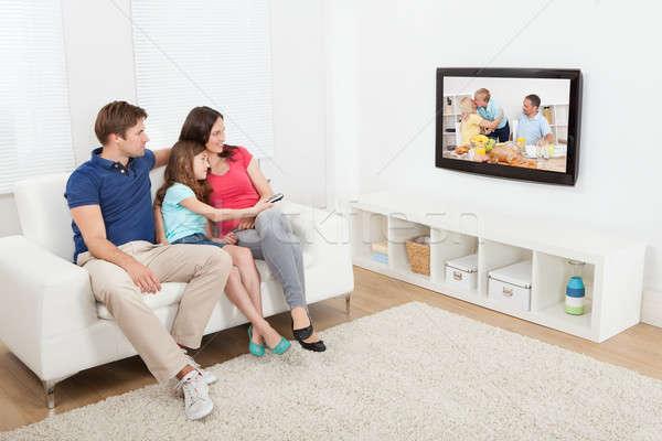 привязчивый семьи смотрят телевизор вместе Сток-фото © AndreyPopov