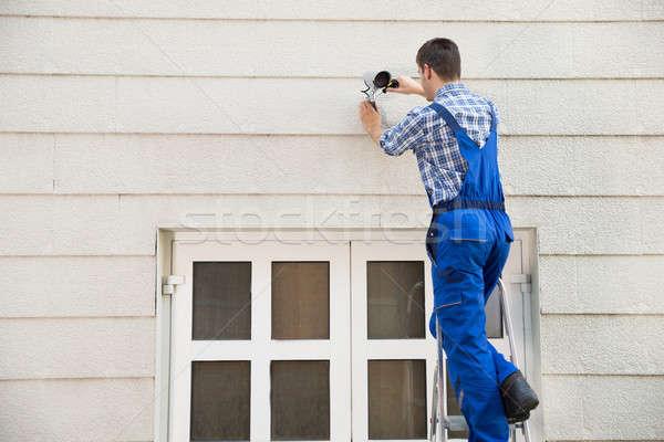 техник кабельное телевидение камеры мужчины стены Сток-фото © AndreyPopov