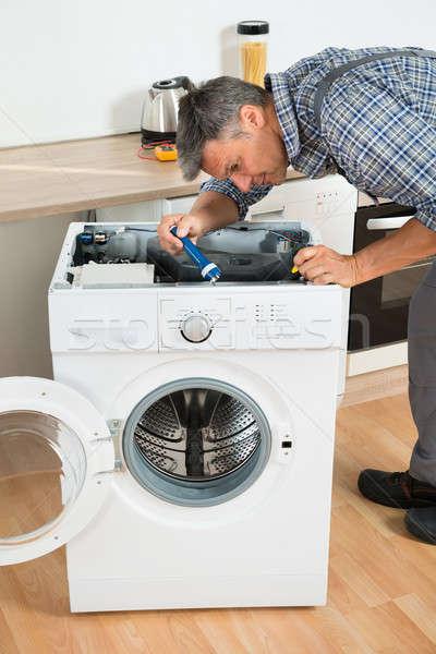 мастер на все руки стиральная машина кухне человека Сток-фото © AndreyPopov