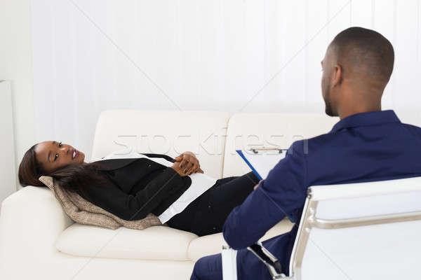Mulher sofá psiquiatra africano americano clipboard Foto stock © AndreyPopov