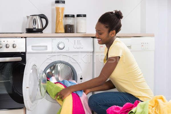 женщину одежды стиральная машина молодые африканских домой Сток-фото © AndreyPopov