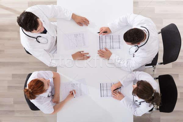 Medici discuţie vedere împreună Reuniunea Imagine de stoc © AndreyPopov