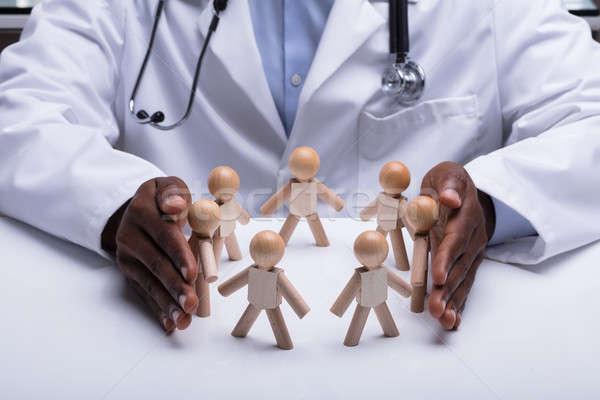 Orvosok kéz körkörös fából készült alkat fehér Stock fotó © AndreyPopov