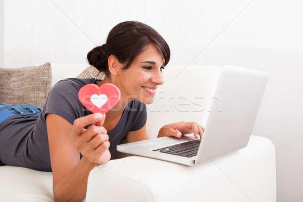 Nő szív alak laptop fiatal boldog mutat Stock fotó © AndreyPopov