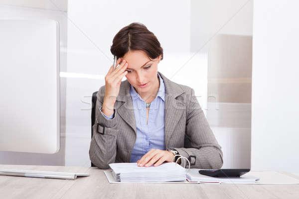 Figyelmes üzletasszony portré üzlet nő iroda Stock fotó © AndreyPopov