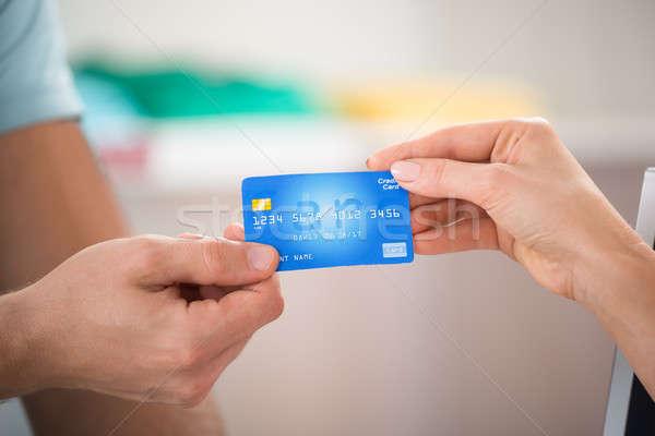 Satıcı kredi kartı müşteri görüntü kadın Stok fotoğraf © AndreyPopov