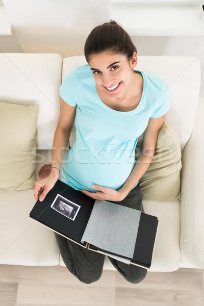 Mujer embarazada mirando ultrasonido escanear vista Foto stock © AndreyPopov