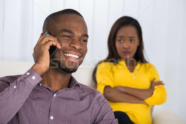 Mujer mirando hombre hablar teléfono celular Foto stock © AndreyPopov