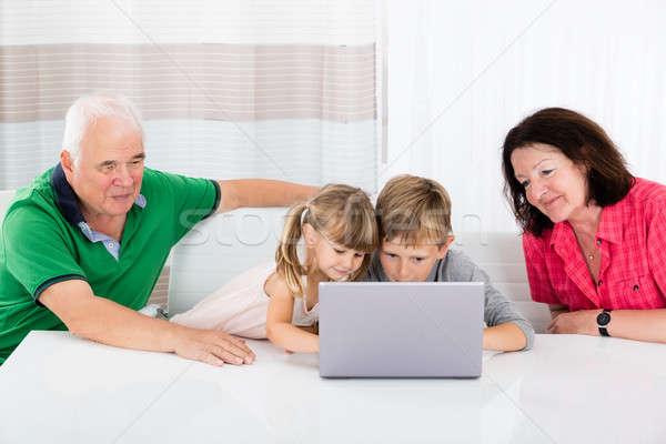Usando laptop casa sorridente crianças computador Foto stock © AndreyPopov