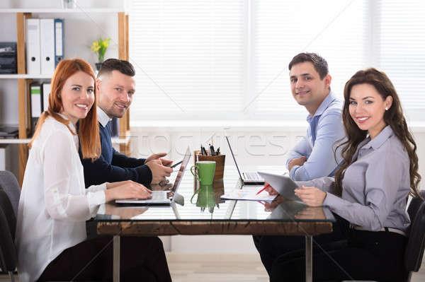 Stockfoto: Gelukkig · zakenlieden · werkplek · elektronische · kantoor