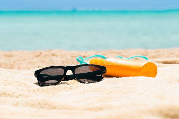 Occhiali da sole protezione solare lozione pantofole spiaggia nero Foto d'archivio © AndreyPopov