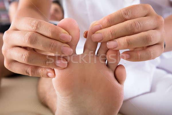 Terapeuta személyek láb közelkép kéz klinika Stock fotó © AndreyPopov