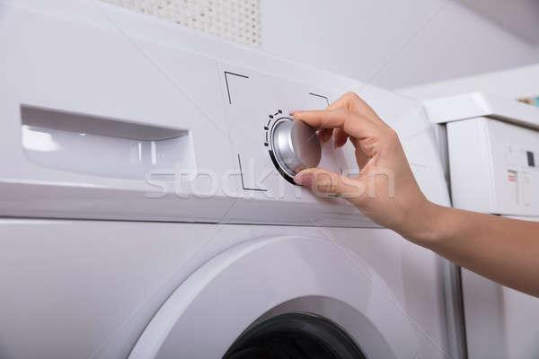 Femme bouton machine à laver main travail Photo stock © AndreyPopov
