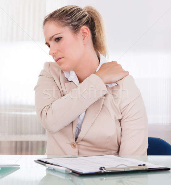 Jovem empresária sofrimento dor no ombro escritório mulher Foto stock © AndreyPopov
