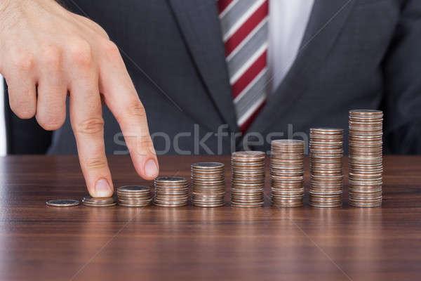 Ujjak sétál felfelé boglya érmék asztal Stock fotó © AndreyPopov
