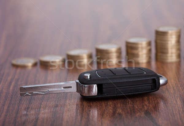 スタック コイン 車のキー クローズアップ 木製のテーブル ストックフォト © AndreyPopov